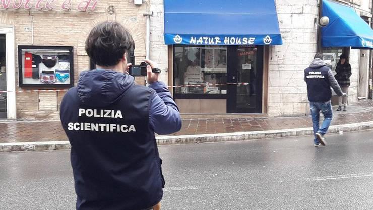 Sechs Menschen wurden in der italienischen 42'000-Einwohner-Stadt Macerata von einem Neonazi angeschossen.