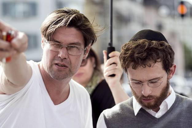 Ebenfalls zu sehen ist Joel Basman im Film «Wolkenbruchs wunderliche Reise in die Arme einer Schickse» von Regisseur Michael Steiner (links)