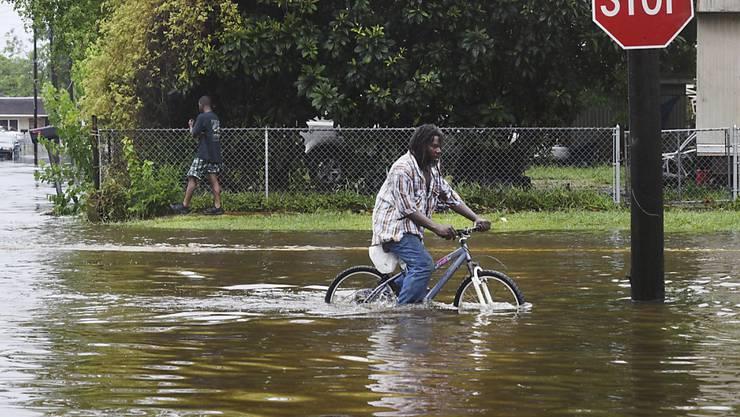 """Sturm """"Barry"""" sorgte an der US-Südküste für heftigen Regen, Überschwemmungen und Stromausfälle."""