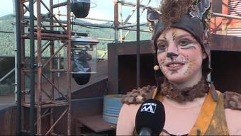 Der Kunstturner Lucas Fischer stellt im Musical «Cats» auf der Thuner Seebühne sowohl sein akrobatisches, wie auch musikalisches Talent unter Beweis.
