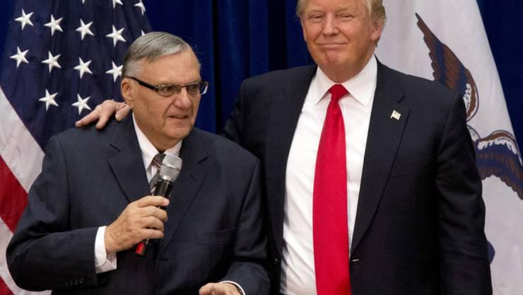 """""""Beispielhaft selbstloser Dienst an der Öffentlichkeit"""": US-Präsident Donald Trump über den knallharten einstigen Sheriff Joe Arpaio aus Arizona. (Archivbild)"""