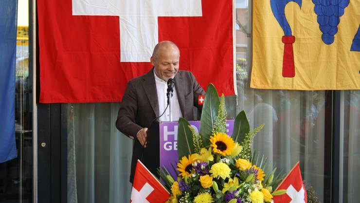 Der neue Weininger Gemeindepräsident, Mario Okle, stand am Rednerpult.
