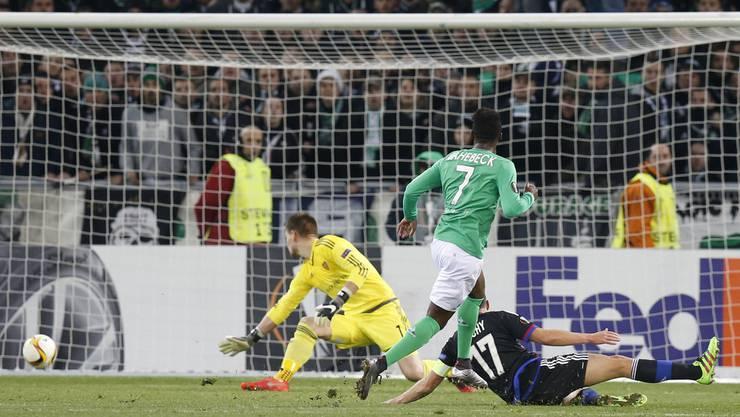 Das entscheidende Tor: Bahebeck erzielt das 3:2 für Saint Etienne.