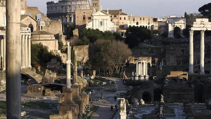 Rome Reborn (Rom wiedergeboren) heisst das Projekt bei dem sich die Ewige Stadt  in einem virtuellen Heissluftballon überfliegen lässt. Glanzlichter sind das Forum Romanum (im Bild) und die Maxentius-Basilika am Rande desselben. (Archiv)