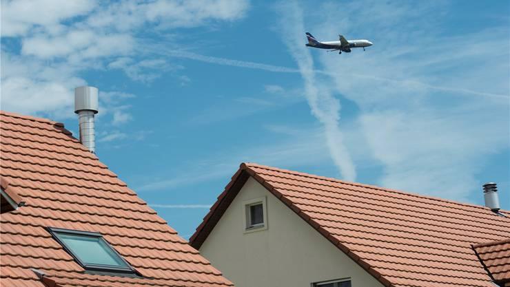 Fluglärm im Ostaargau: Das neue Konzept könnte alle fünf Minuten einen Überflug bringen, befürchten die Gegner.