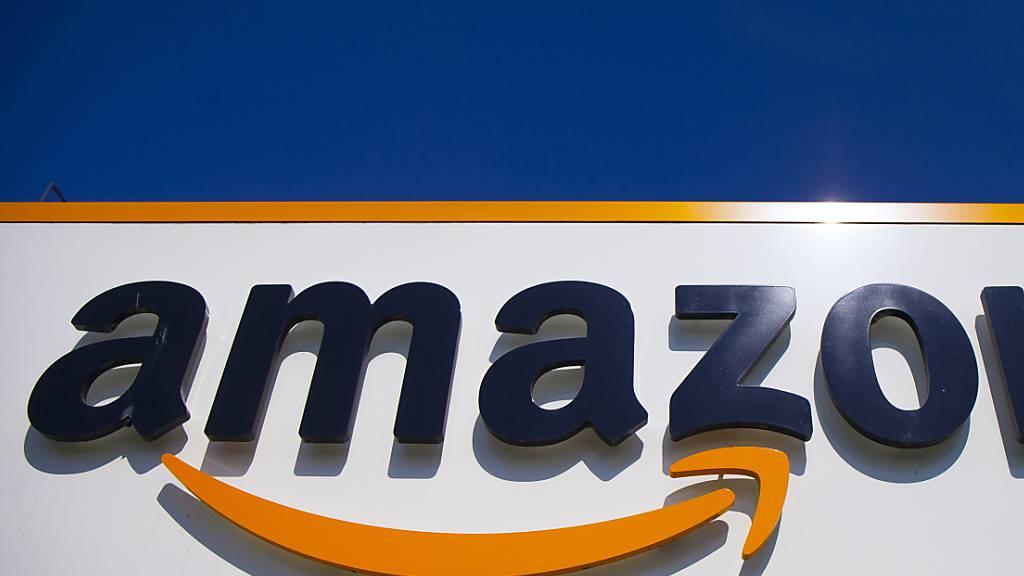 Amazon hat im vergangenen Jahr zwei Millionen gefälschte Artikel in seinen Lagern aus dem Verkehr gezogen und vernichtet. (Archiv)