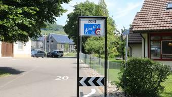 In Wittnau weisen Verkehrsschilder Autofahrer auf das gültige Tempo 20 hin.