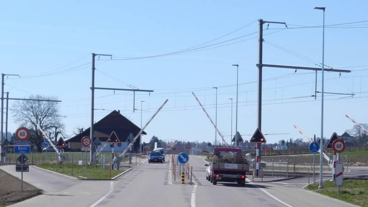 Einer der gesicherten Bahnübergänge: Bahnübergang in Biberist.