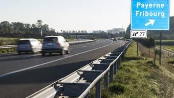 Der Unfall geschah auf der Autobahn A1 bei Bussy FR.