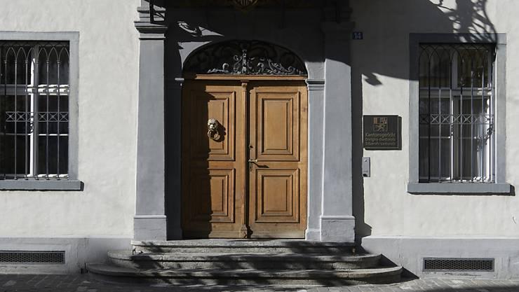 Gegen den Präsidenten des Bündner Kantonsgerichts ist ein Strafverfahren eröffnet worden. Geführt wird es vom Zürcher Staatsanwalt Andrej Gnehm im Auftrag der Bündner Regierung. Im Bild das Kantonsgerichtsgebäude in Chur.