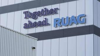 Der Slogan «Together ahead» (Gemeinsam vorwärts) prangt auf dem Ruag-Verwaltungsgebäude: Wie geht es beim Rüstungskonzern weiter?