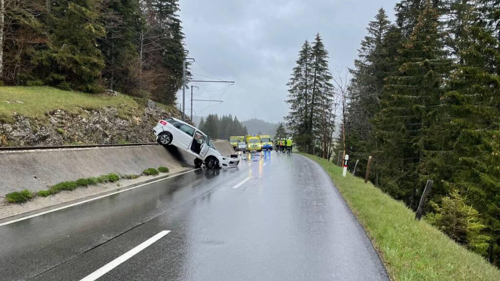 Fünf Verletze bei Unfall im Kanton Waadt