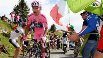 Angefeuert von den Zuschauern kämpft sich «Pink Panther» Quintana erfolgreich den Berg hoch.