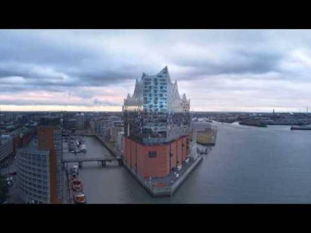 Ein Drohnenflug durch die Elbphilharmonie Hamburg
