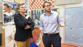 «Manchmal muss etwas leider ganz verschwinden» – Katrin Grögel und Simon Koenig im Schaudepot des Kunstkredits.