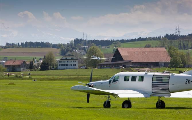 Flugplatz Beromünster ist Basis für Sportflieger, Segelflieger, Fallschirmspringer und Helikopter.Peter Siegrist