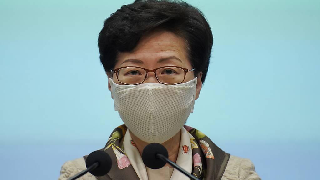 Carrie Lam, Regierungschefin von Hongkong, während einer Pressekonferenz. Erstmals seit drei Jahrzehnten darf in Hongkong nicht der Opfer der blutigen Niederschlagung der Demokratiebewegung am 4. Juni 1989 in China gedacht werden.