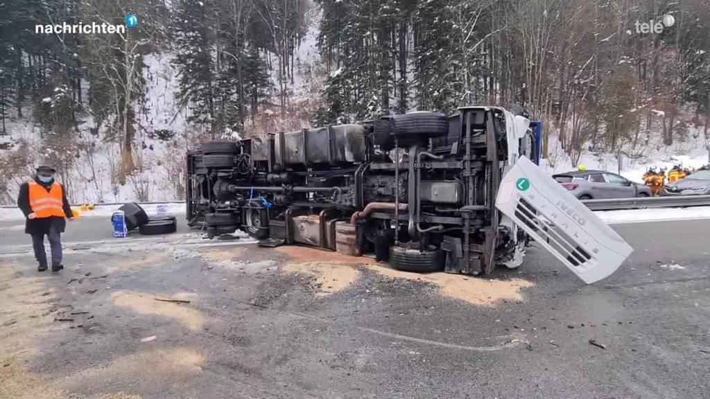 Autotransporter-Unfall beim Seelisberg-Tunnel