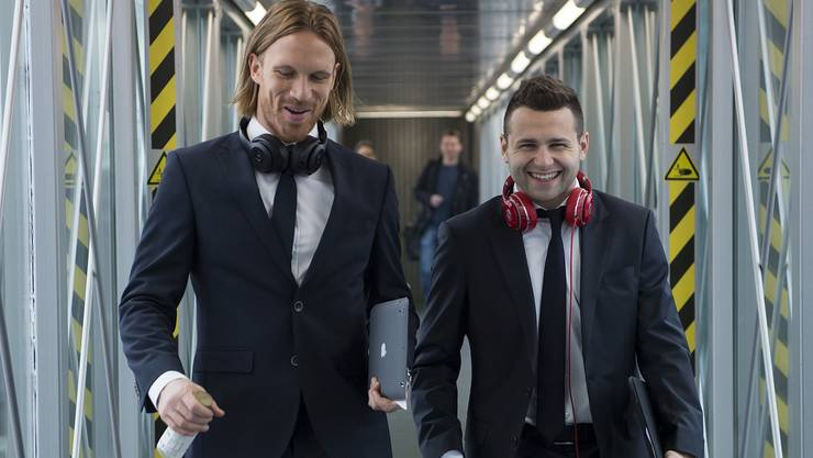 Michael Lang (links) und Renato Steffen – gerüstet für ihre allererste Meisterfeier.
