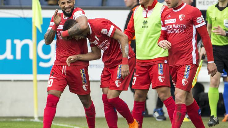 Sittens Carlitos (links) jubelt mit Cunha über den Siegestreffer in Luzern