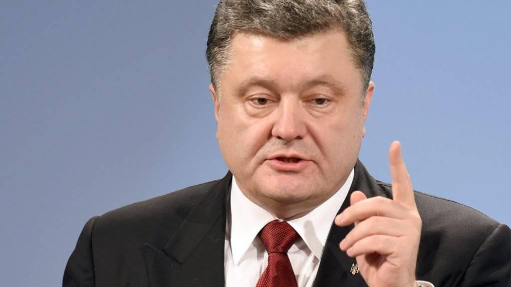 Staatschef Poroschenko ist mit einem Vermögen von umgerechnet fast einer Milliarde Franken der viertreichste Mann der Ukraine - nach drei Oligarchen. Der monatliche Mindestlohn liegt bei 56 Franken. (Archivbild)