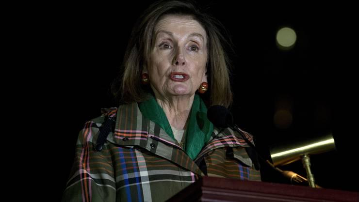 Nancy Pelosi, Sprecherin des Weissen Hauses, bei der Verkündung des Amtsenthebungsverfahrens in Washington.