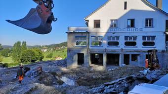 Das «Aarfähre»-Gebäude ist weitgehend ausgeweidet und alles darum herum wird zurzeit abgebrochen.