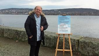 Die Bevölkerung soll über Grundsatzfragen abstimmen können, findet Peter-Wolfgang von Matt, der mit seinen Kernbotschaften auf einer Staffelei wirbt.