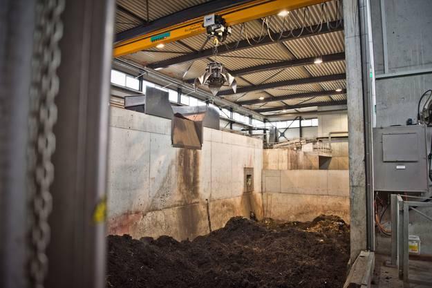Von der Anlieferung gelangt der Bioabfall in die Aufbereitung