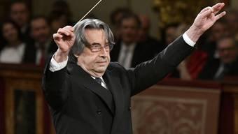 Alles Walzer!: Der italienische Dirigent Riccardo Muti dirigiert - bereits zum fünften Mal - das traditionelle Neujahrskonzert der Wiener Philharmoniker.