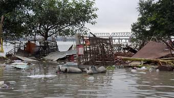 Ein durch Überschwemmungen zerstörtes Haus im indischen Bundesstaat Uttar Pradesh. Mindestens 120 Menschen kamen durch die Unwetter in Nordindien ums Leben.