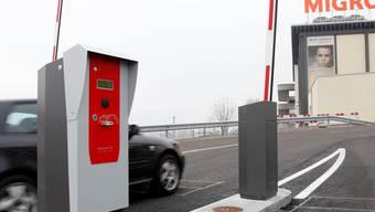 Die Schranken für die auferlegte Parkplatzbewirtschaftung stehen in Langendorf schon seit letztem Dezember. Hanspeter Bärtschi Die Schranken für die auferlegte Parkplatzbewirtschaftung stehen in Langendorf schon seit letztem Dezember. Hanspeter Bärtschi