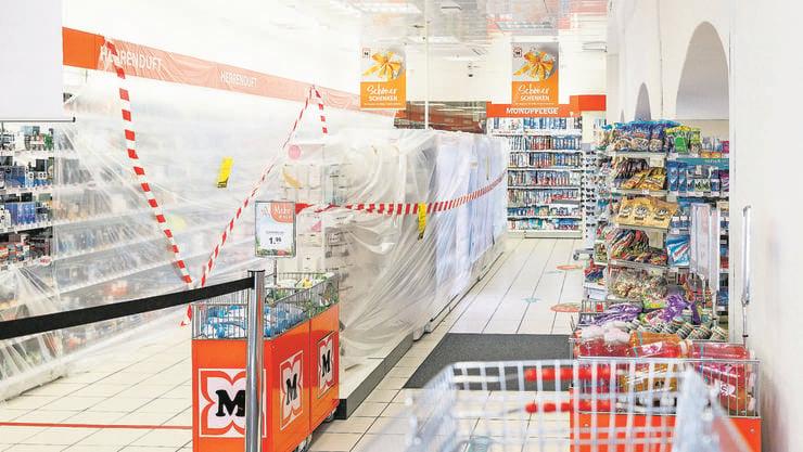 Hygiene ja, Kosmetik nein: «Sperrzone» im Drogeriemarkt.