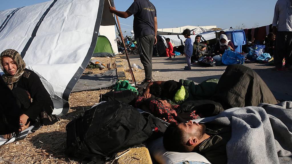 Nach dem Feuer im Flüchtlingslager Moria auf der griechischen Insel Lesbos leben vielen Menschen auf der Strasse. Die St. Galler Regierung hat 30'000 Franken an Soforthilfe gesprochen.