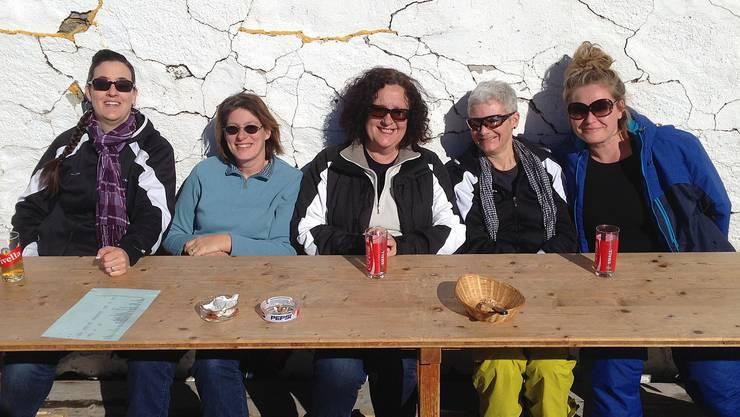 Die Turnerinnen geniessen die Sonne