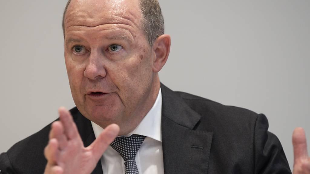 Hält 20'000 bis 30'000 tägliche Neuinfektionen mit dem Coronavirus für verkraftbar, sobald die Risikogruppe geimpft ist: Valentin Vogt, Präsident des Schweizerischen Arbeitgeberverbandes. (Archivbild)