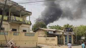 Ganze Stadtteile gehen in Flammen auf in Meiktila in Zentralburma