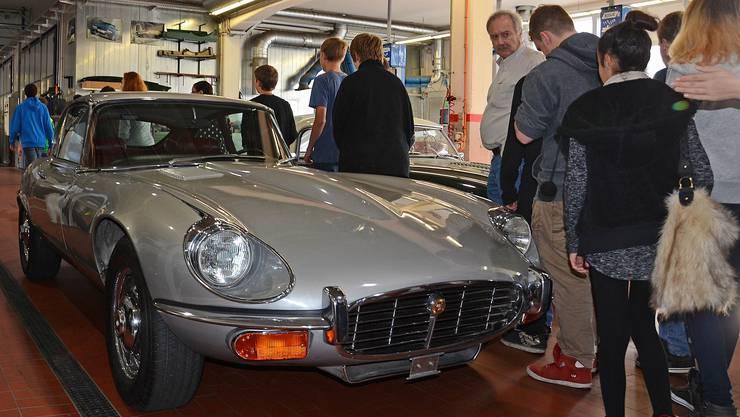 5.Ob eines der Schulkinder wusste, dass der Jaguar E Type eine Automobile Legende ist.