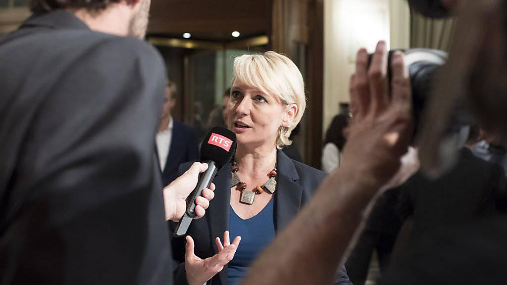 Die Waadtländerin Isabelle Moret (Mitte) war die erste Bundesratskandidatin, die sich das Amt in der Landesregierung trotz schulpflichtiger Kinder zutraute.
