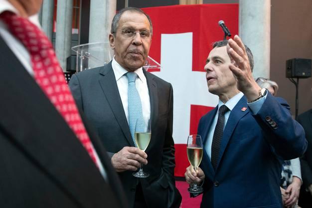 Unternehmen finanzieren Botschaftseröffnung in Moskau: Der russische Aussenminister Sergei Lawrow (links) und sein Schweizer Kollege Ignazio Cassis trafen sich am 18. Juni bei der Eröffnung der neuen Schweizer Botschaft in Moskau. Finanziert wurden die Feierlichkeiten grösstenteils von privaten Geldgebern.