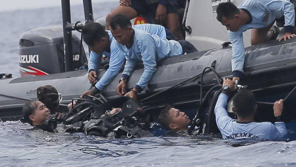 Taucher in Indonesien haben zweieinhalb Monate nach dem Absturz eines Lion-Air-Flugzeugs auch die zweite Blackbox mit den aufgezeichneten Cockpit-Stimmen gefunden. (Symbolbild)