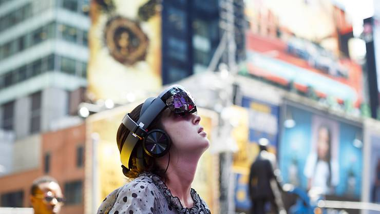 Am New Yorker Times Square gibt es eine Installation, die mit besonderen Brillen betrachtet werden kann.