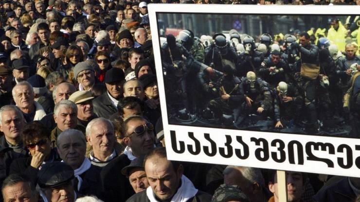 Die Organisatoren sprachen am Sonntag von mehr als 90'000 Teilnehmern bei der Protestveranstaltung in der Hauptstadt Tiflis.