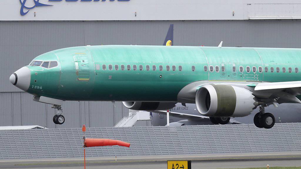 Die Luftverkehrsbranche steuert nach Einschätzung der Beratungsgesellschaft AlixPartners weltweit auf schwere Turbulenzen zu. So steckt Boeing nach zwei Abstürzen des Typs 737 Max in einer Krise. (Archiv)