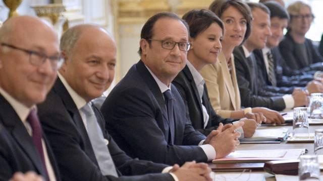 François Hollande am Mittwoch inmitten des neuen Kabinetts