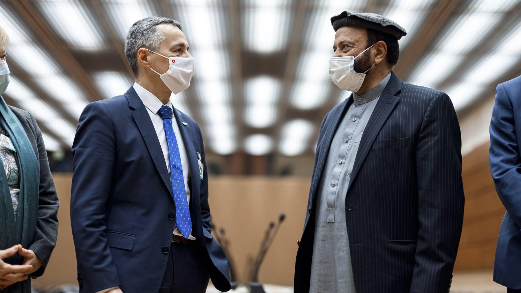 Im persönlichen Gespräch: Bundesrat Ignazio Cassis und der afghanische Finanzminister Abdul Hadi Arghandiwal am Dienstag in Genf.