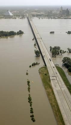 Die Brücke der Interstate 40 über den Mississippi