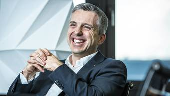 AKB-Chef Pascal Koradi kommt locker ohne Krawatte zum Interview: «Mir geht es um einen Kulturwandel, den wir damit zum Ausdruck bringen.»