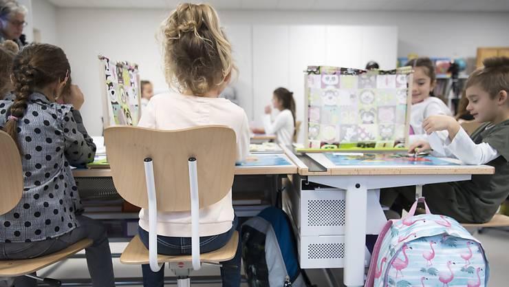 Die Organisation der Schule ist eines der wichtigsten Themen des Gemeindefusionsprojektes Zukunftsraum Aarau. (Symbolbild)