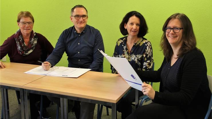 Nicole Schickel, Susanne Dual und André Sax (von rechts) gehören zum neuen Besitzerteam der Privatschule Forum 44. Mitgründerin Dorothea Balissat (links) tritt kürzer.